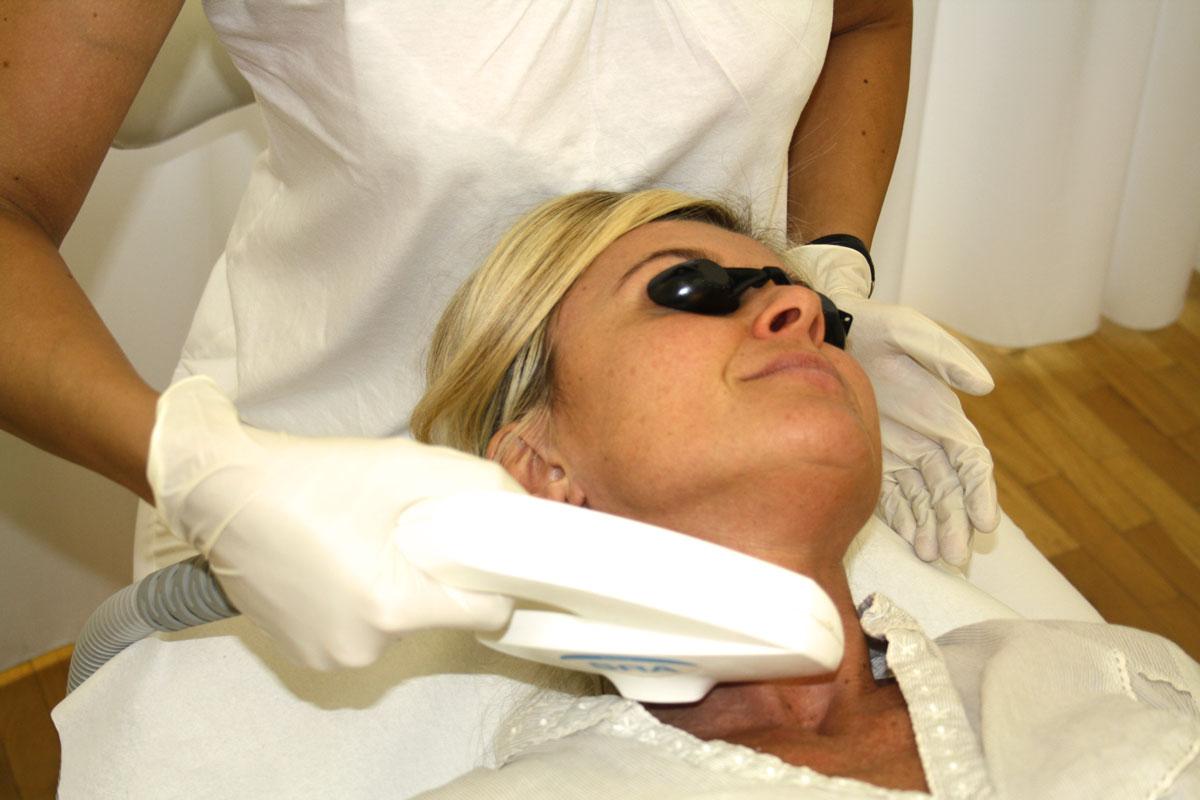 Halsstraffung mit Laser eMax SRA Dr. Wallentin Wien