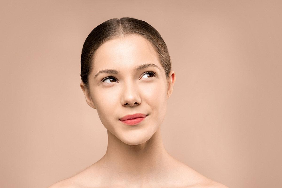 Cool Laser Eigenblutlift: Ebenmäßiges Frauengesicht
